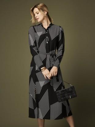 Elegancka czarna sukienka na długi rękaw 43-303 SALKO